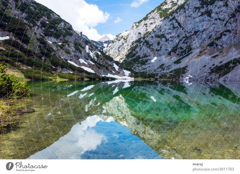 Spiegelung im Höllsee Bergsee Gewässer Stille Ruhe See Natur Landschaft Abenteuer Ausflug Tourismus Ferien & Urlaub & Reisen Meditation ruhig Erholung