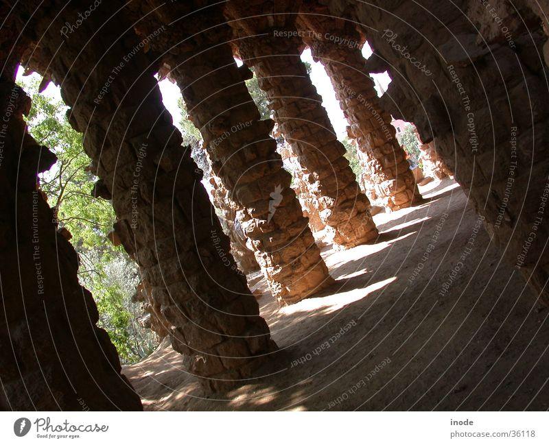 Schattenspiel in Barcelona Natur Stein Mauer Landschaft verrückt