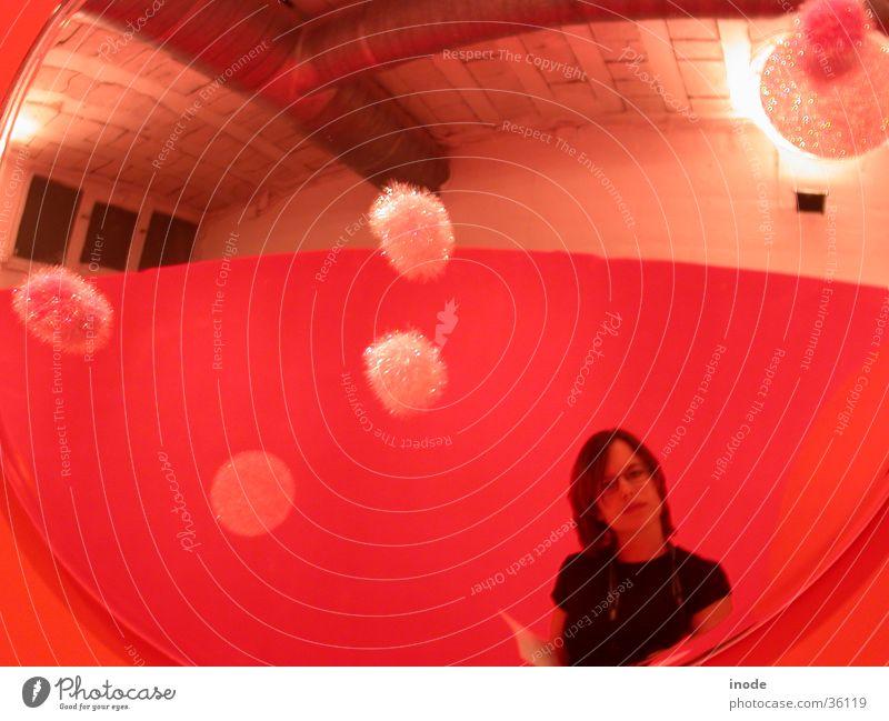 Barcelona - Spiegelbilder mit Dani rot Frau mehrfarbig Fischauge Ausstellung Messe Speigelbild lustig
