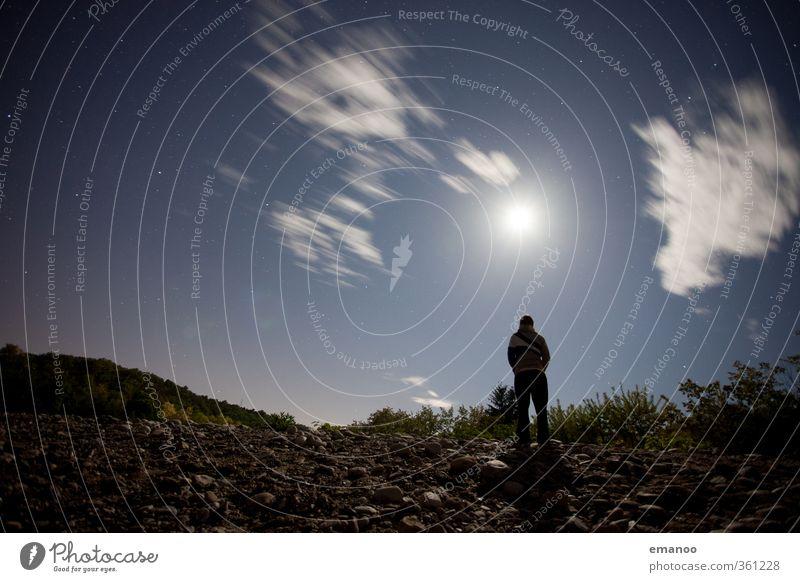 Mann vorm Mond Mensch Himmel Natur Ferien & Urlaub & Reisen blau Einsamkeit Landschaft ruhig Wolken Erwachsene dunkel Freiheit Stein Stil hell