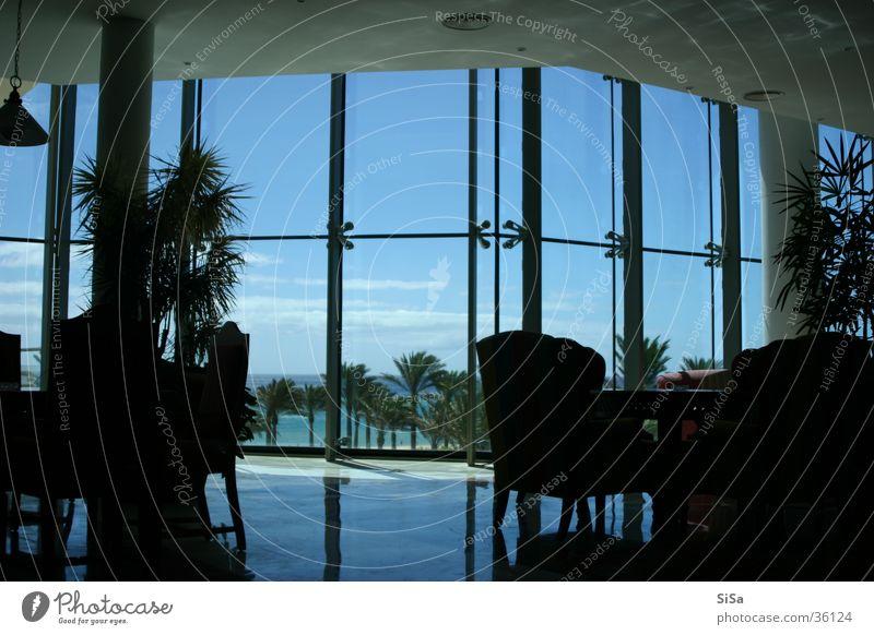 Lounge Fenster Aussicht Reflexion & Spiegelung Hotel Architektur blau