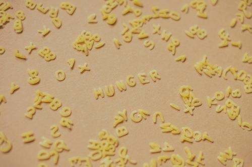 Das Wort Hunger aus Buchstabennudeln Nudeln Welthunger Essen Nahrungsmittel Lebensmittel Appetit & Hunger Mittagessen Abendessen Ernährung Kohlenhydrate Pasta