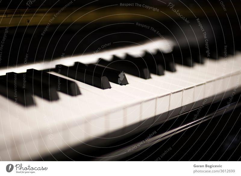 Klaviertastatur Musik Klassik Taste Keyboard klassisch Klang Instrument Melodie melodisch nach oben schließen altehrwürdig Akkord Detailaufnahme spielen Gerät