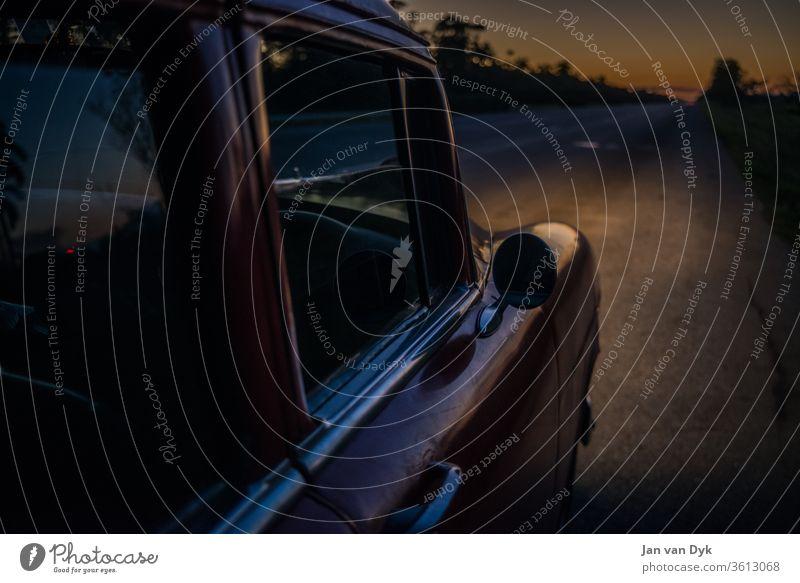 Oldtimer auf Kuba Havanna Auto Chevrolet Spiegel Highway Straße Spiegelung