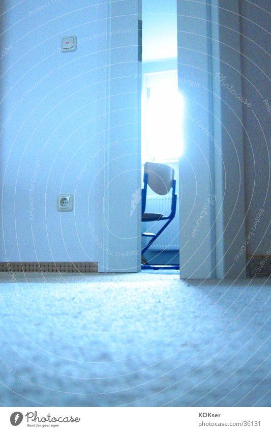 Türspalte Sonne Stuhl Bodenbelag Häusliches Leben Lichteinfall Türspalt