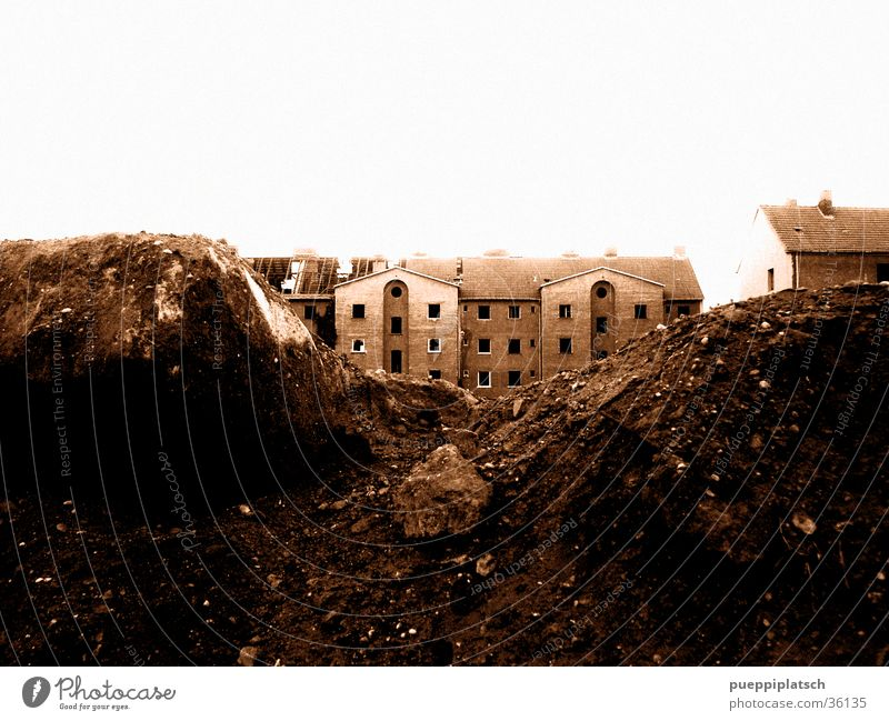...schöne Wohngegend, ruhige Lage Haus Berge u. Gebirge Sand Architektur Demontage Bauschutt Reihenhaus