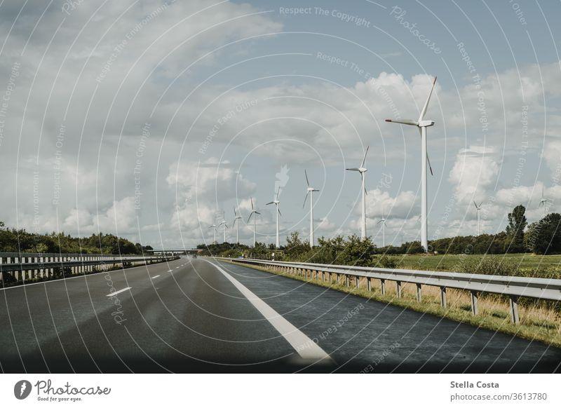 Windkraft - Windräder - Nachhaltige Energie - Energiewende windkraft Windrad Windradpark nachhaltig Nachhaltigkeit Außenaufnahme Farbfoto Energiewirtschaft