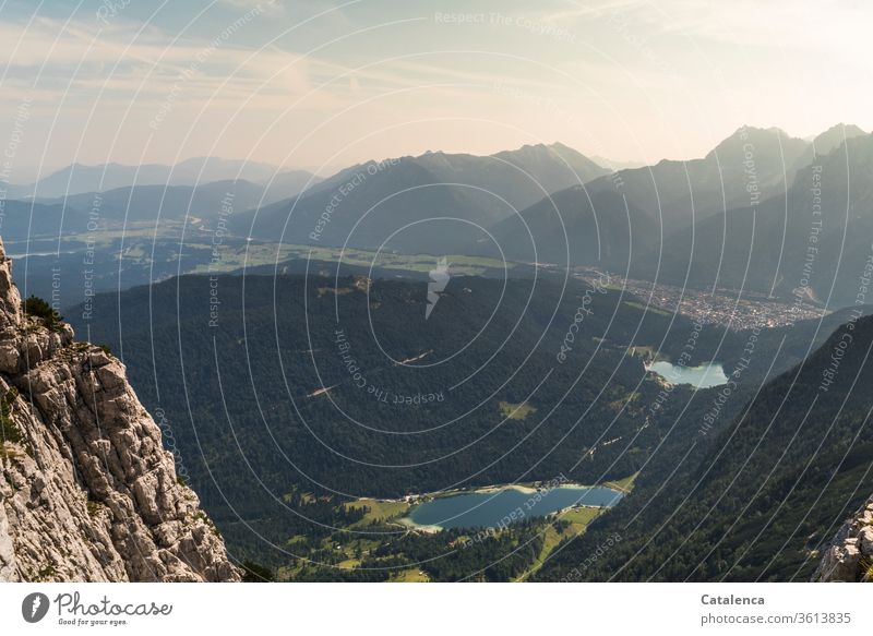 Blick vom Gamsanger auf den Frechen, Lautersee und Mittenwald Alpen Berge Berge u. Gebirge Gipfel Felsen See Stadt Sommer Schönes Wetter Landschaft Umwelt