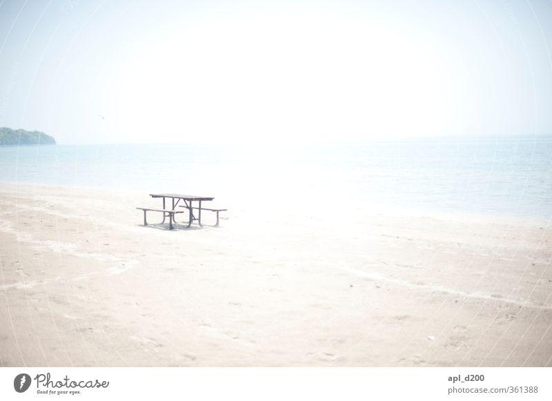 Bank of hell Ferien & Urlaub & Reisen Tourismus Ausflug Freiheit Sommer Sommerurlaub Sonne Strand Meer Tisch genießen heiß blau braun grau türkis weiß ruhig