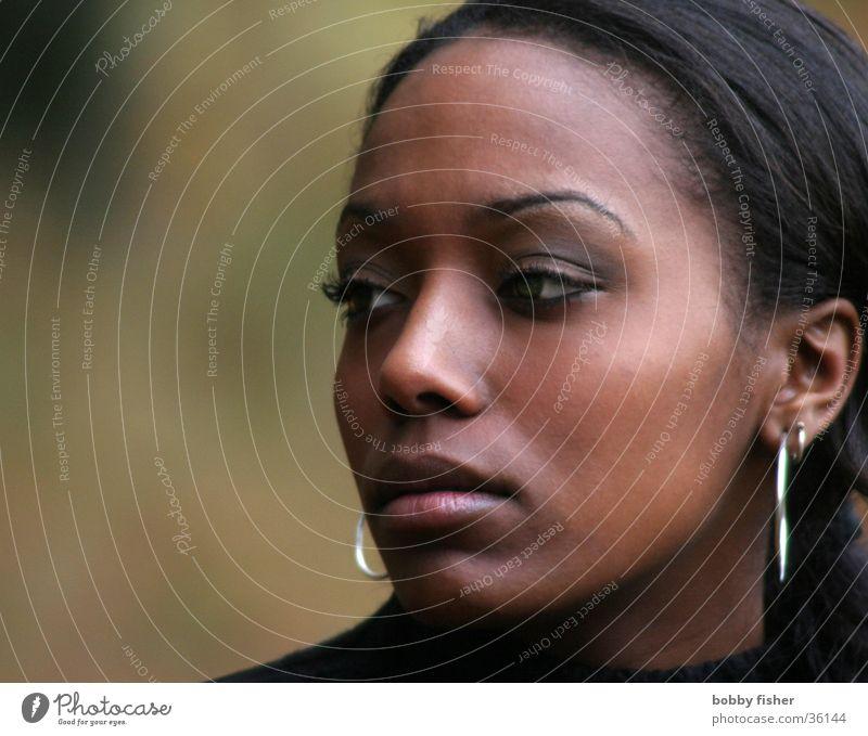 blick 1 Frau Denken Nahaufnahme dunkel Porträt Fragen schön Romantik Herbst Blick Mensch Haut Mode