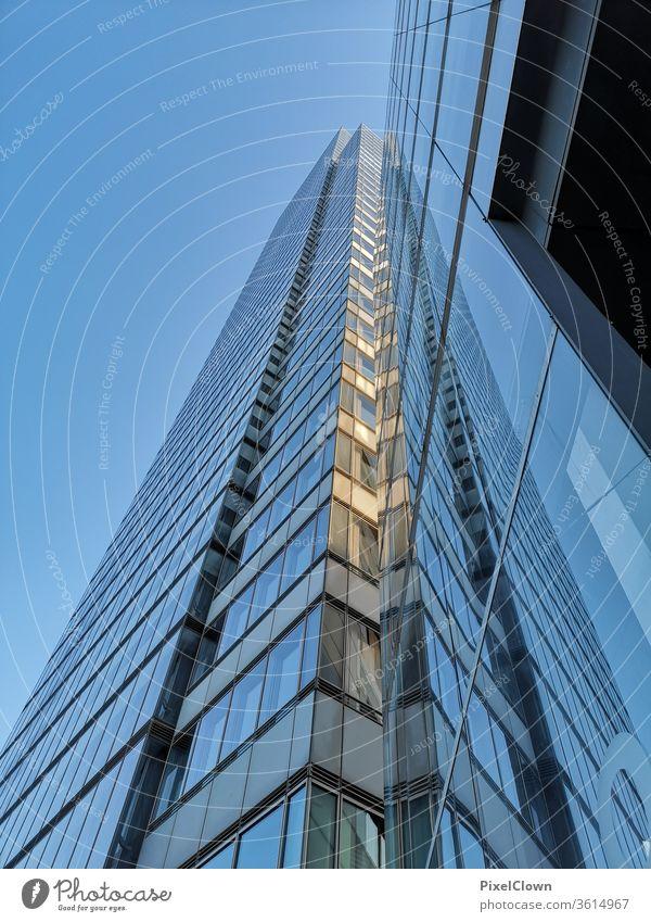 Hochhäuser in einer urbanen Großstadt Hochhaus Architektur Stadt Gebäude Fassade Fenster wohnen Großstadt  Skyline