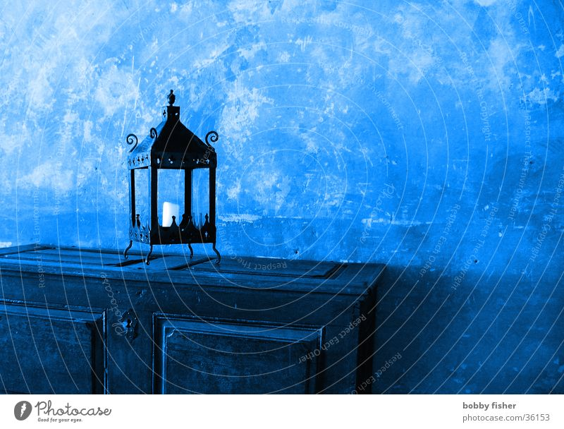 wunderlampe Lampe Schrank Wand obskur blau alt