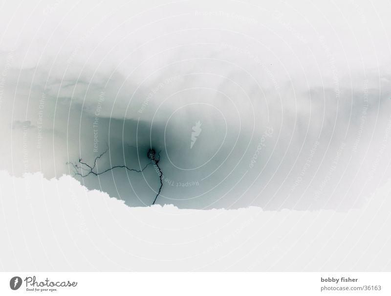 flash inverted grau hell Blitze Gewitter unheimlich filigran Pastellton entgegengesetzt Naturgewalt