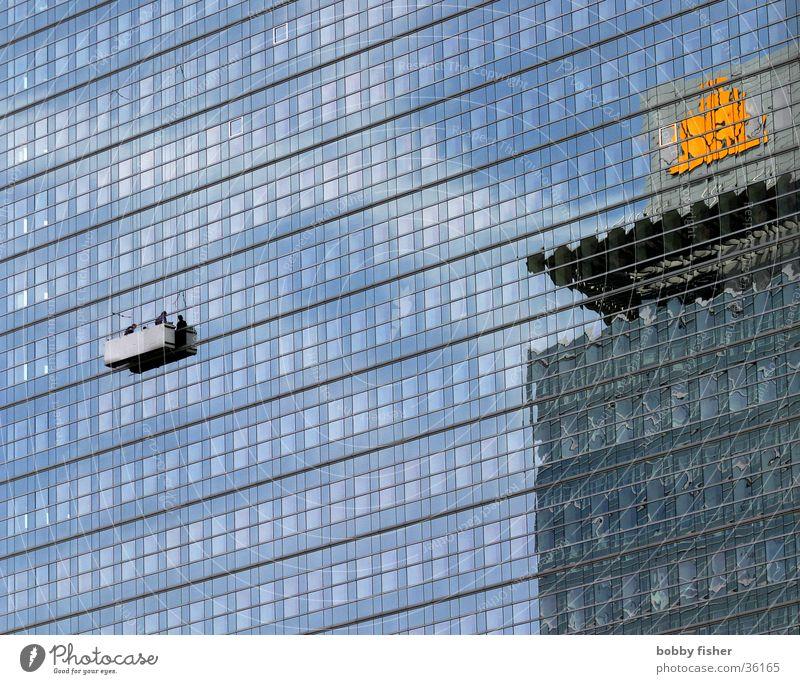 fassade in ffm Fenster Spiegel Reinigen Gebäude Frankfurt am Main Architektur blau Vorderseite Turm