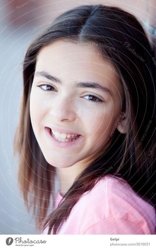 Mädchen im Vorschulalter schaut in die Kamera Teenager außerhalb Frau Porträt jung Schönheit Glück Sommer hübsch Lächeln Person Kaukasier rosa niedlich Menschen