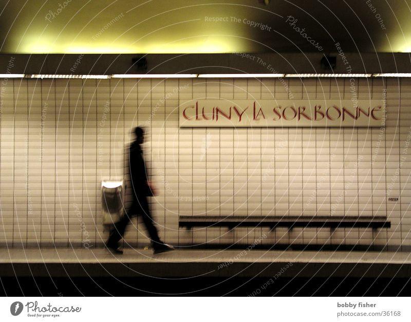 sorbonne U-Bahn Paris Architektur Mensch Schatten Angst laufen
