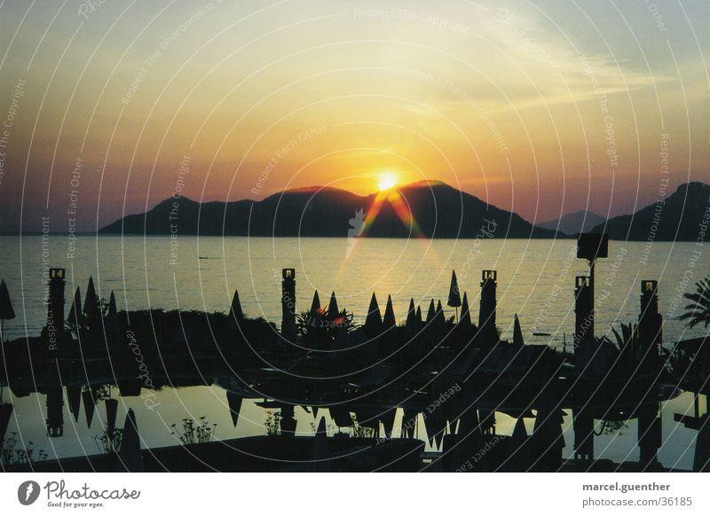Sonnenuntergang an der lykischen Küste Meer gelb Schwimmbad Türkei