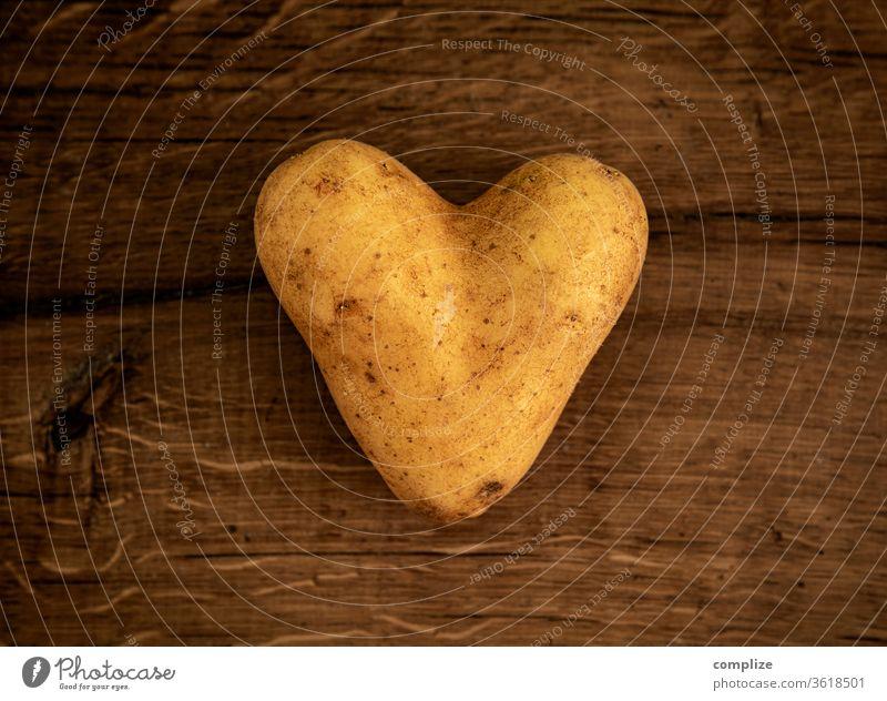 Die glücklichsten Bauern haben die schönsten Kartoffeln Kartoffelsalat Liebeskummer Valentinstag mögen kochen herzform herzförmig Verliebt Essen