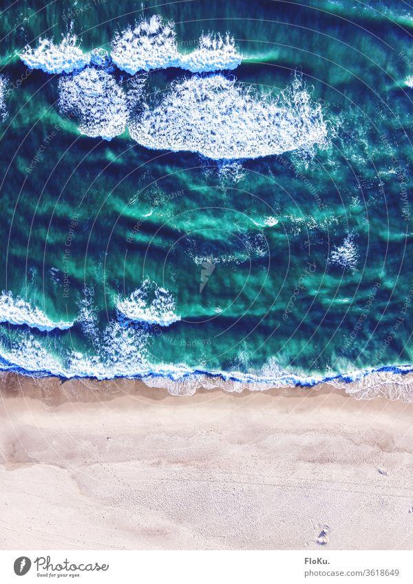 Nordsee bei Hvide Sande in Dänemark aus der Vogelperspektive wellen küste Meer Wasser Strand Farbfoto Natur Sommer Ferne Drohnenansicht Drohnenaufnahme brandung
