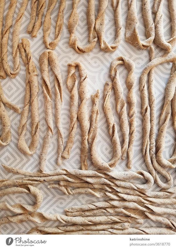 Frische Vollweizen-Teigwaren sagne torte Apulien Nudelsack Spätzle selbstgemacht traditionell typisch Süditalien Mehl frisch Italienisch sry mediterran roh
