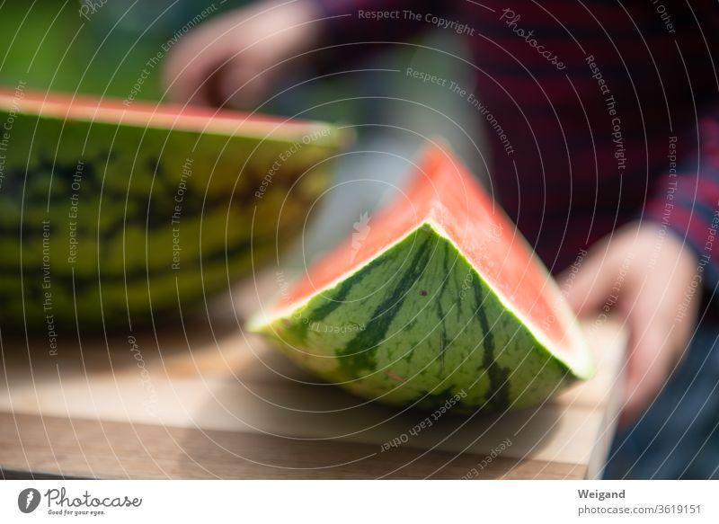 Melone auf Kindergeburtstag Sommer Erfrischung gesund Essen Frucht grün rot Fruchtfleisch Snack lecker Imbiss zwischendurch slowfood obst