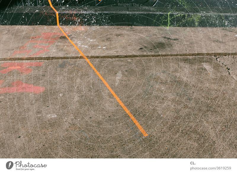 linie Linie Farbe orange Graffiti abstrakt Strukturen & Formen Boden Kreativität Kunst Spritzer Farbspritzer Inspiration