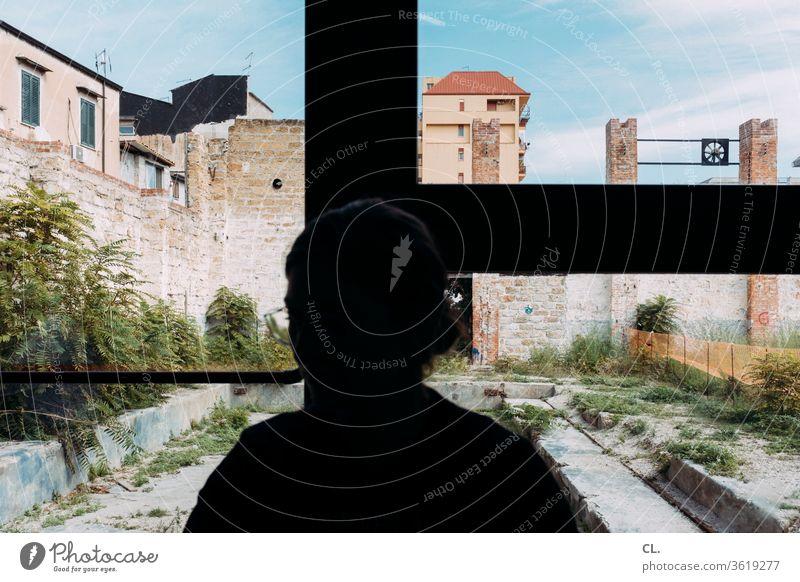 palermo Frau Person Identität anonym Anonymität Mensch 1 Fenster Fensterscheibe brachland Architektur Mauer Wand Hochhaus Verfall urban Stadt