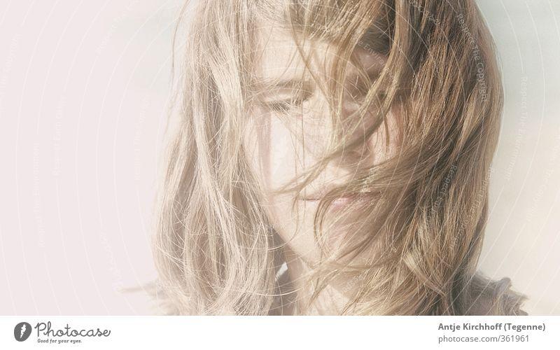 Verträumt feminin Kind Mädchen Junge Frau Jugendliche Schwester Kindheit Kopf Haare & Frisuren 1 Mensch 8-13 Jahre brünett blond langhaarig Scheitel träumen