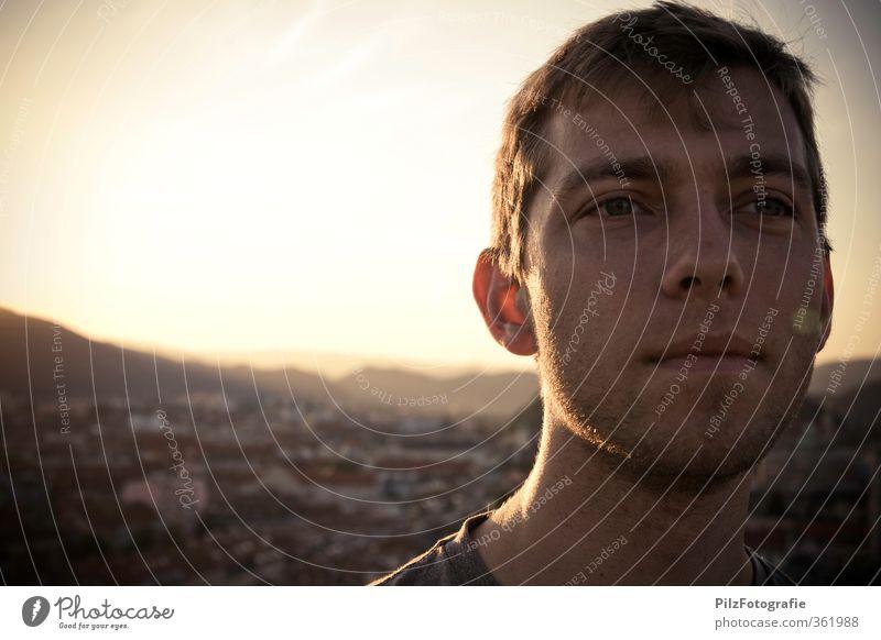 Abenteuer Mensch Jugendliche Ferien & Urlaub & Reisen Stadt Sommer Haus Erwachsene Junger Mann 18-30 Jahre Kopf natürlich maskulin gold Warmherzigkeit