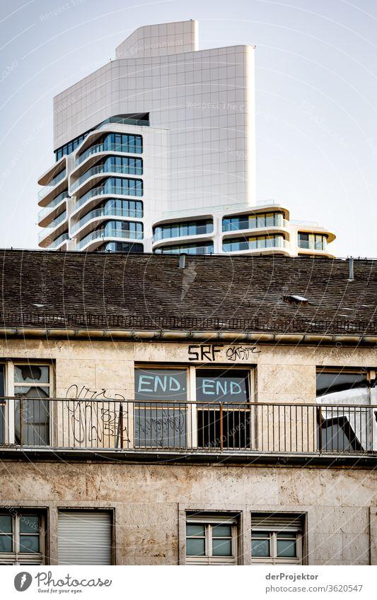 Architekturkontraste Bahnhofsviertel von Frankfurt Frankfurt am Main Gebäude Spiegel Fenster Stadt Hintergrund neutral mainhattan Außenaufnahme