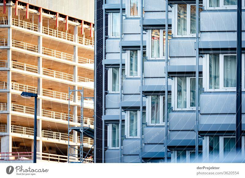 Bahnhofsviertel von Frankfurt Architektur Frankfurt am Main Gebäude Spiegel Fenster Stadt Hintergrund neutral mainhattan Außenaufnahme Textfreiraum oben