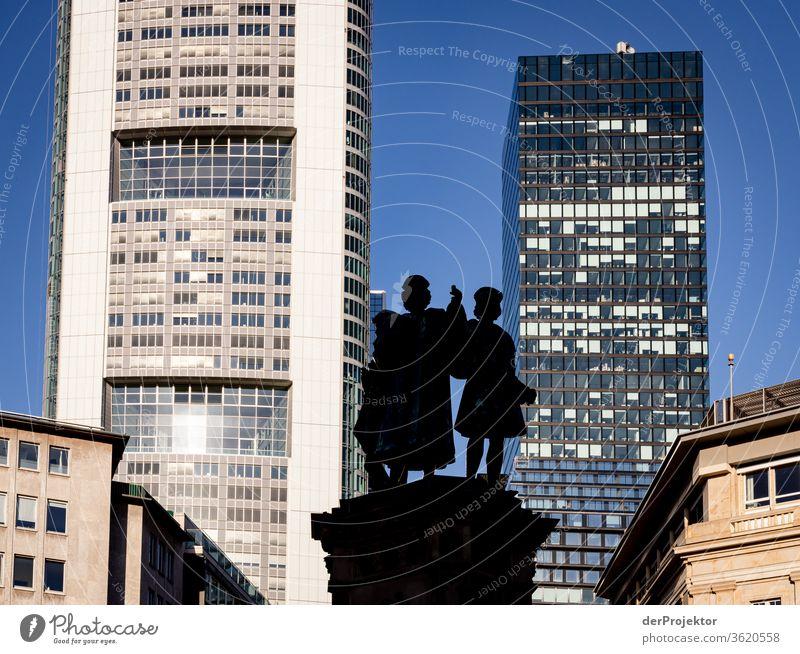 Brunnen im Bahnhofsviertel von Frankfurt Architektur Frankfurt am Main Gebäude Spiegel Fenster Stadt Hintergrund neutral mainhattan Außenaufnahme