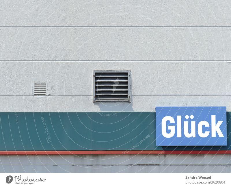 """Schriftzug """"Glück"""" Mauer Wand Zufriedenheit Wort Hauswand Werkstatt Reklame Hinweisschild positiv"""