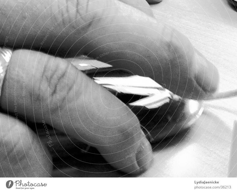 Drück mich Hand Finger Nagel Elektrisches Gerät Technik & Technologie Computer Schwarzweißfoto Detailaufnahme Auschnitt Computermaus