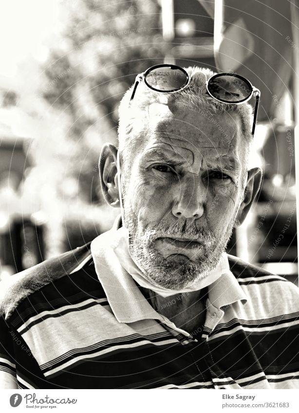 Menschen unter uns  - Willy Senior Großvater 60 und älter Außenaufnahme Erwachsene maskulin Schwarzweißfoto