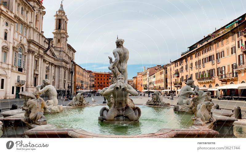 Fontana del Moro (Moorbrunnen) ist ein Brunnen auf der Piazza Navona in Rom. Er stellt einen Mauren dar, der in einer Muschelschale steht, mit einem Delphin ringt und von vier Tritonen umgeben ist.