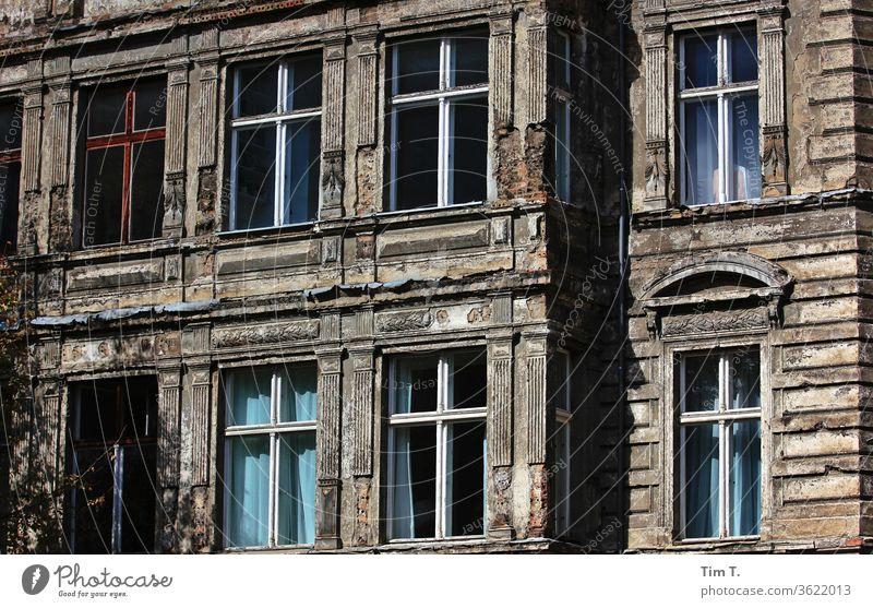 Berlin Mitte alt Gebäude Altbau Haus Fenster Stadt Fassade Hauptstadt Tag Stadtzentrum Altstadt Farbfoto Prenzlauer Berg Architektur