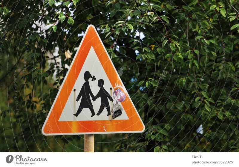 Verkehr schild hinweis Farbe Schilder und Schriftzüge Art verkehr Farbfoto urban Wegekreuz Straße