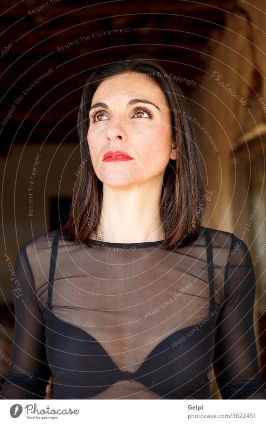 Erwachsene Frau mit sinnlicher Kleidung reif schön Menschen Transparenz BH Mode schwarz Erwachsener Haut Lifestyle Schönheit Hand Porträt außerhalb Natur Dame