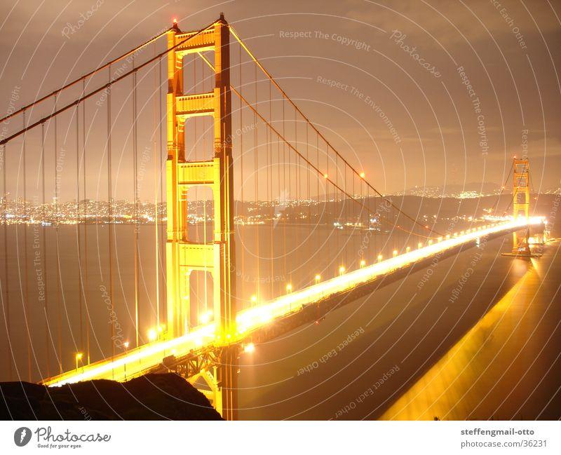 GOLDEN Gate Bridge-San Francisco Amerika Licht Lampe Überbelichtung abstrakt Beleuchtung Brücke gold San Farncisco modern Coolness Lichterscheinung Architektur