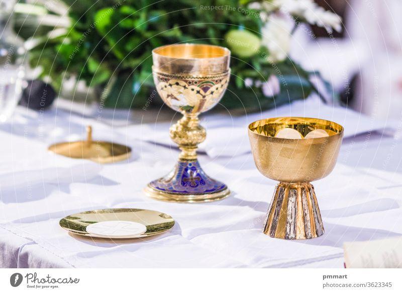 altar mit hostie und kelch mit wein in den kirchen des papstes von rom, francesco Tasse durchkreuzen Christentum gold heilig Wirt Altar Masse pyx Kelch