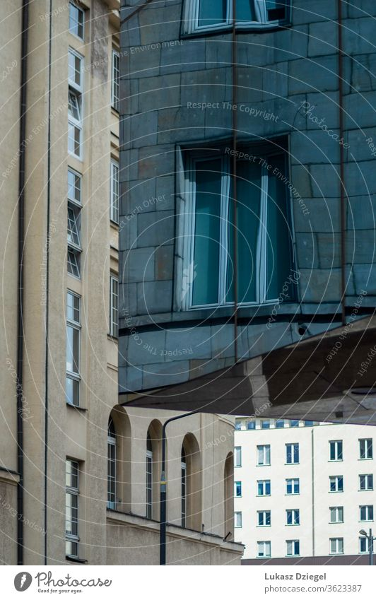 Abstrakte Ansicht von drei Gebäuden in der Innenstadt Nahaufnahme keine Menschen Metropole im Freien Reflexion & Spiegelung Brille Technik & Technologie Fenster