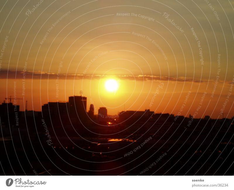 Sonnenuntergang in Berlin Potsdamer Platz Stadt Romantik Luftaufnahme Abenddämmerung Erholung Himmel Langzeibelichtung ohne Blitz