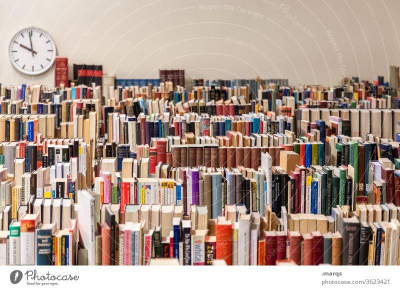 Bibliothek Buch Bildung Wissen lesen lernen Literatur Studium Information Weisheit Wissenschaften Schule Universität Uhr