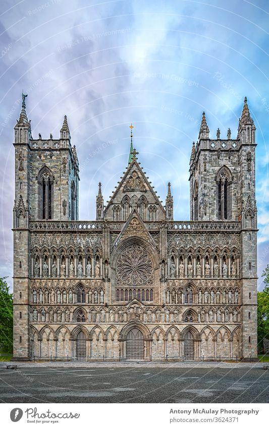 Nidaros-Dom von Trondheim Kathedrale Norwegen nidaros Kirche gotisch Europa Architektur Norweger Religion Wahrzeichen Skandinavien Großstadt Gebäude