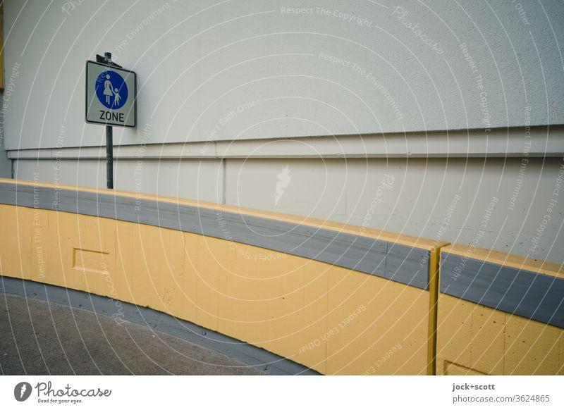 StVO Sonderweg Fußgänger Verkehrszeichen Erlangen Rampe Beton modern trist braun Architektur Ordnung Betonmauer Wege & Pfade diagonal Niveau Betonwand