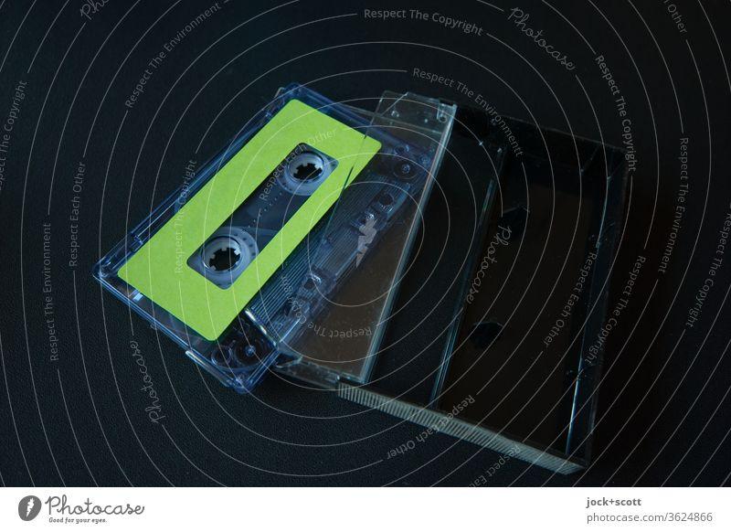 Symmetrie in Funktion und Technik Musikkassette Unterhaltungselektronik Stil Sammlerstück Kunststoff authentisch Originalität retro Design Nostalgie analog
