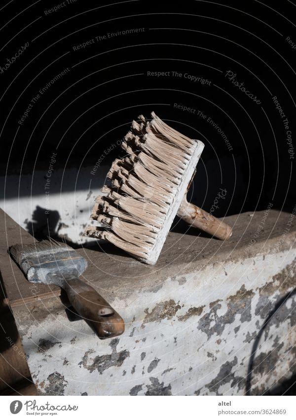 frisch gestrichen! Pinsel Renovierung Maler Handwerker Hausbau malerpinsel Farbfoto Häusliches Leben Renovieren Umzug (Wohnungswechsel) Anstreicher Menschenleer