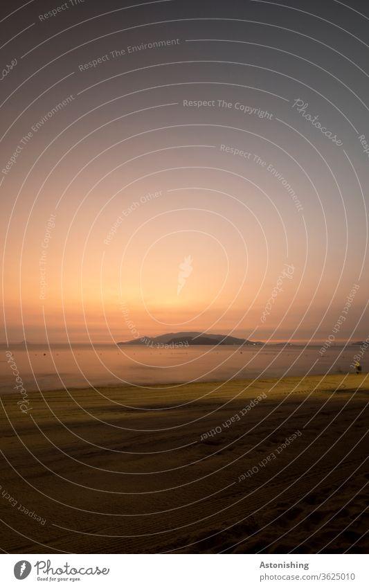 idyllische Stimmung vor dem Sonnenaufgang in Nha Trang, Vietnam Meer Ozean Idylle Strand Urlaub schön Morgenlicht Langzeitbelichtung Ferien & Urlaub & Reisen