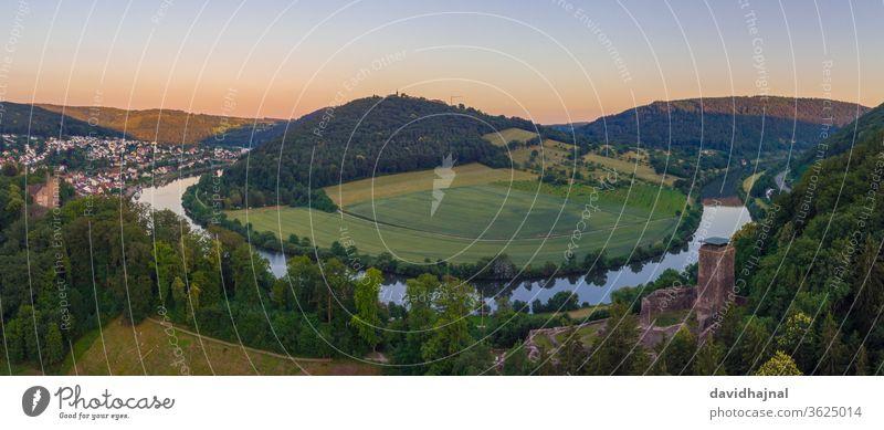 Die Neckarschleife bei Neckarsteinach. Halsschleife Fluss Öhr Hufeisen neckarschleife Antenne Luftaufnahme Wahrzeichen blau Himmel Abend Dämmerung Cloud Felsen
